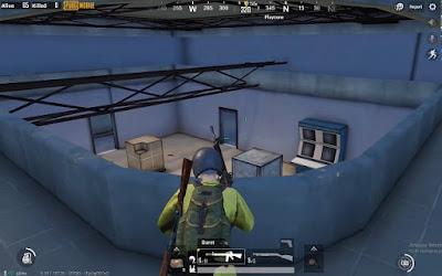 """""""Nhà K"""" cùng những bộ bàn điều khiển và tinh chỉnh có lẽ dùng để cầu thang bí mật dẫn lên tầng 2"""