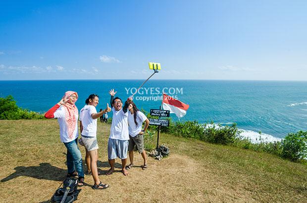 5 Tips Kegiatan Seru Menikmati Liburan di Pantai, Selfie di Puncak Kosakora, Pantai Selatan Wonosari, Jogja