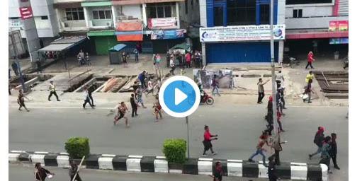 [VIDEO] Kelompok Radikal Pro Cornelis Serang Aksi Damai Umat Islam Dengan Sejata Tajam