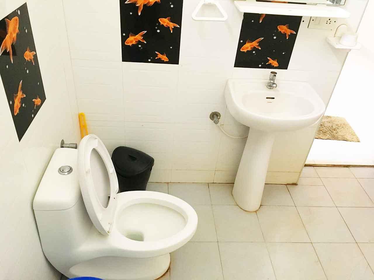 yelagiri hills silver stone villa restroom