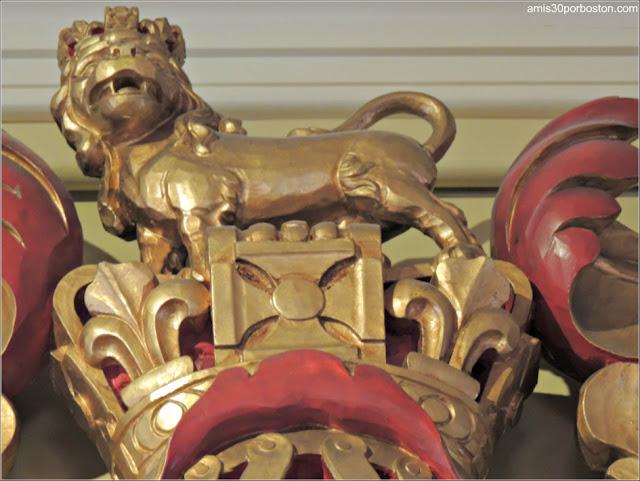 Escudo de Armas del Rey George III en el Council Chamber del Old State House