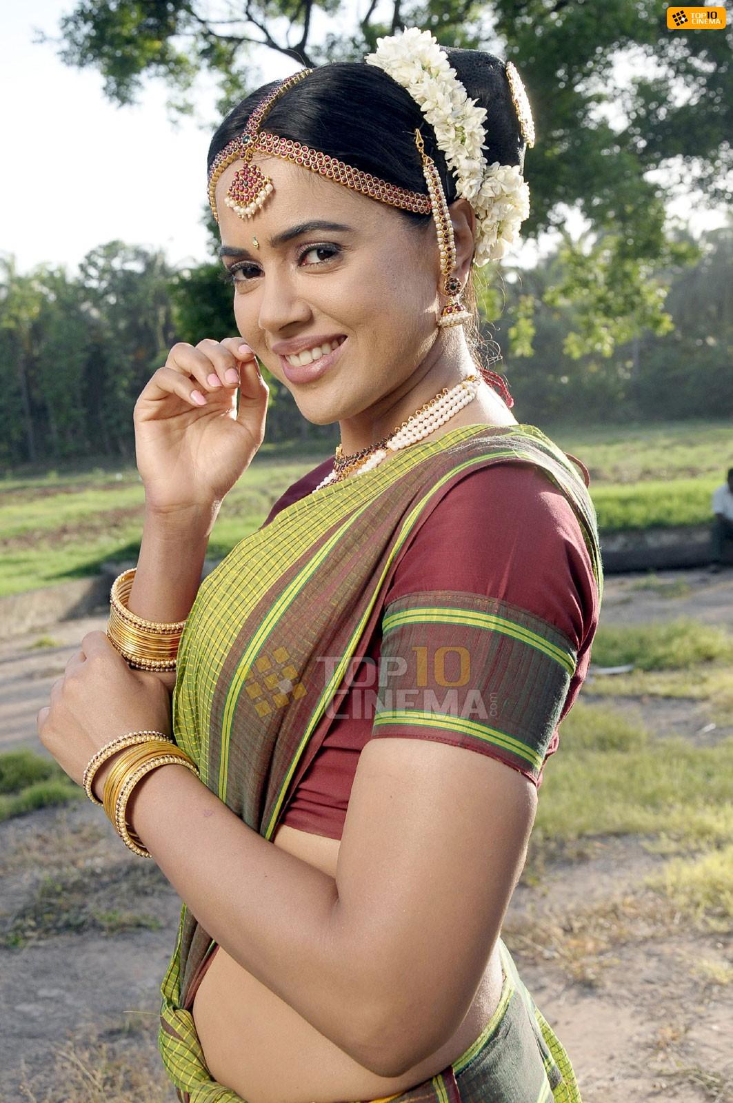 Sameera Reddy latest in traditional saree hot stills ...