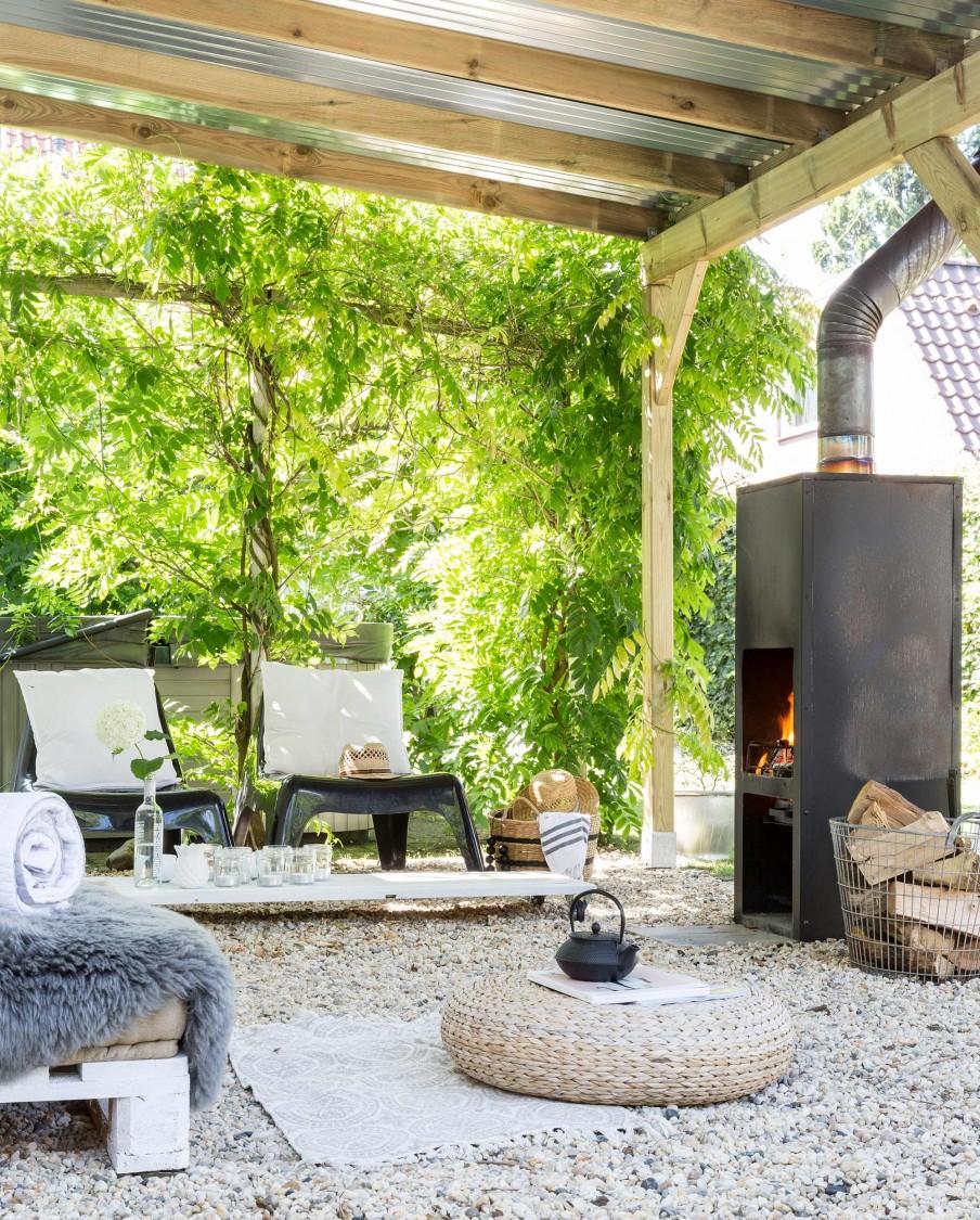 Interior De Una Pequena Casa Con Jardin