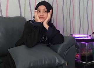 Naquita Aurora Pakai Hijab