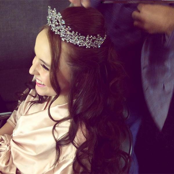 Larissa Manoela, Vestido de debutante, festa 15 anos, coroa
