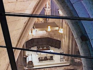 Cripta de estilo gótico