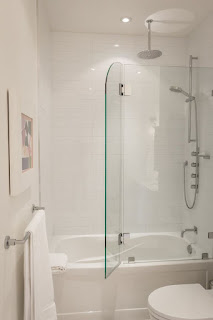 Things we have to consider the application of bathtub enclosures
