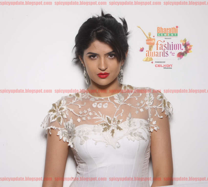 Gorgeous Deeksha Seth Latest Spicy  Southspin Fashion Awards 2012