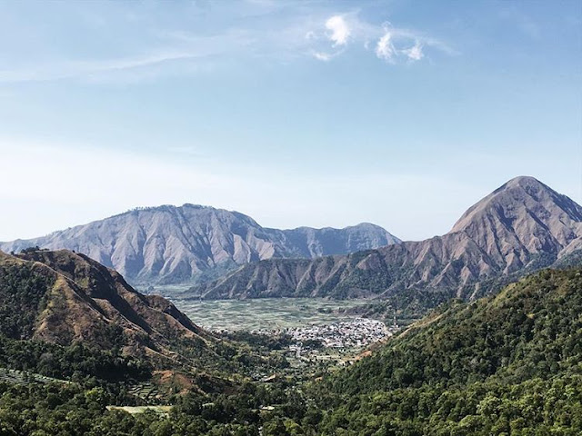 Taman wisata Pusuk Sembalun di Gunung Rinjani, sumber ig @fetyfety