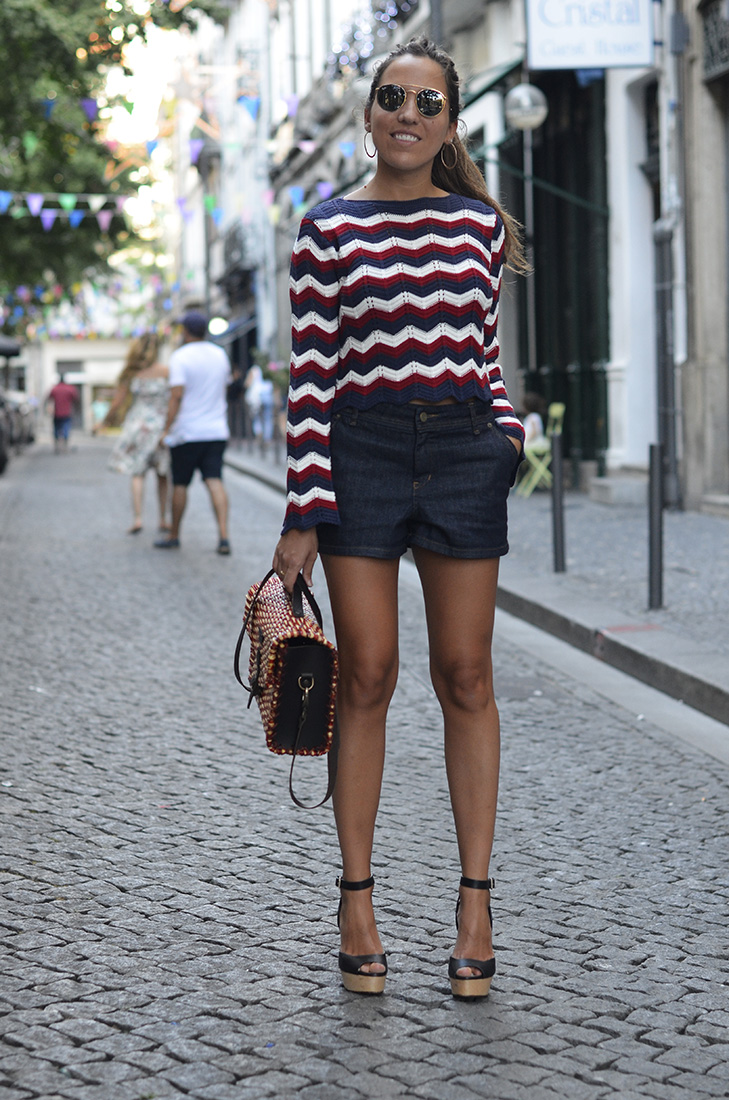Streetstyle - Denim shorts, knit striped top, rayban, wood heels. Casual, Weekend look