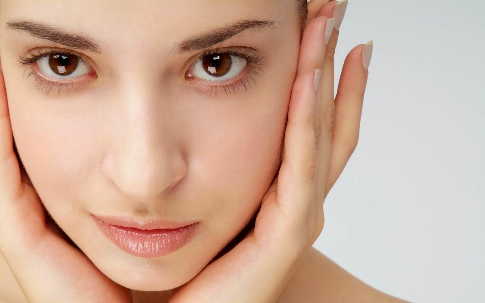 Gimana ya cara menghaluskan kulit yang aman?