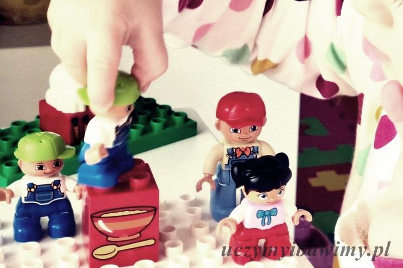 Roczniak i klocki lego