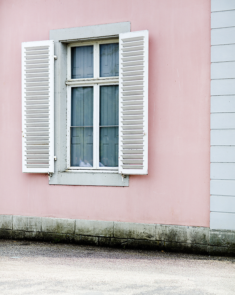 Benrather Schloss Castel Pink House White Window Shutters Fensterläden