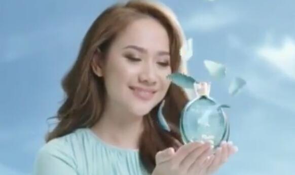 artis penyanyi cewek cantik iklan molto eau de parfum lily