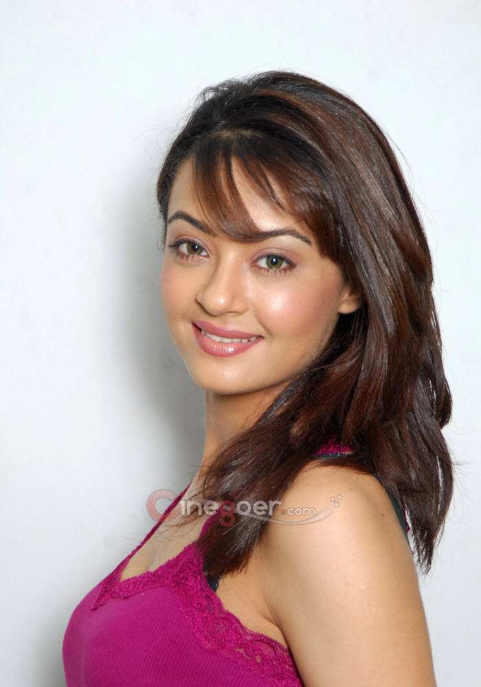 All Collection Wallpapers Surveen Chawla Hot Latest