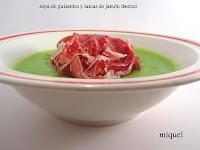 Sopa de guisantes y lascas de jamón ibérico