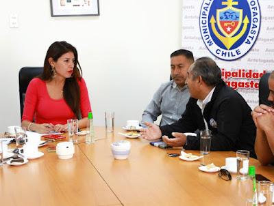 Alcaldesa de Antofagasta y sindicatos se reúnen a discutir propuesta de parlamentarios sobre cambio de turnos en minería