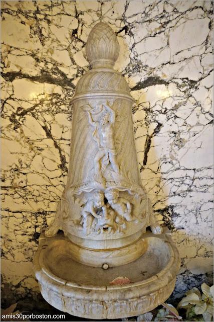 Fuente en el Pasillo de Mármol de la Mansión Rosecliff, Newport