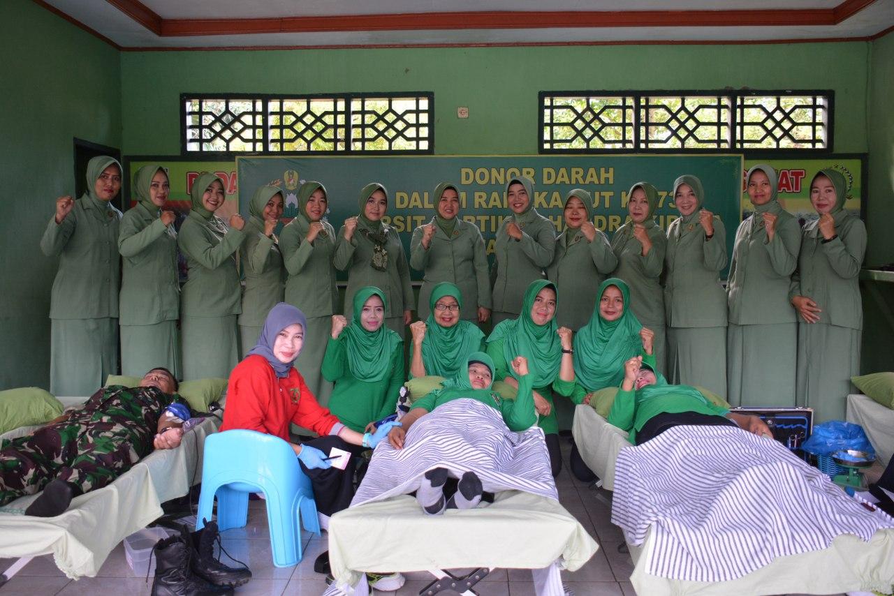 Peringati HUT Persit KCK, Personel Makorem 141/Tp Bersama Anggota KCK Gelar Donor Darah