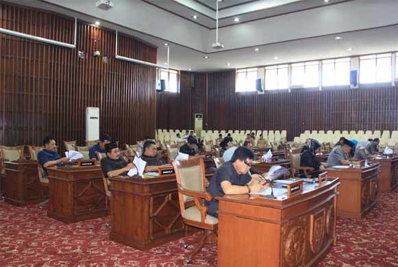 Bengkulu, DetikBengkulu.com, Rapat Paripurna DPRD, Wagub Sampaikan Perubahan Strategi Arah Kebijakan
