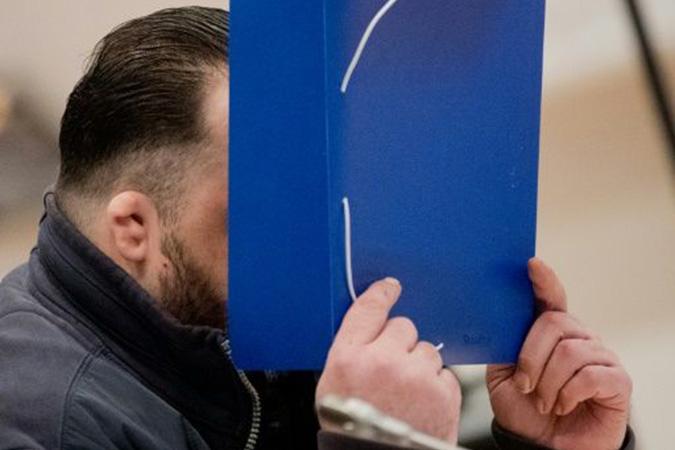 Penelitian German Nurse Admits to Killing 100 Patients as Trial Opens