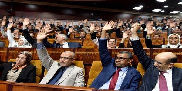 محلل سياسي : البيجيدي مارس ضغوطات وحصل على 5 مناصب بمجلس المستشارين