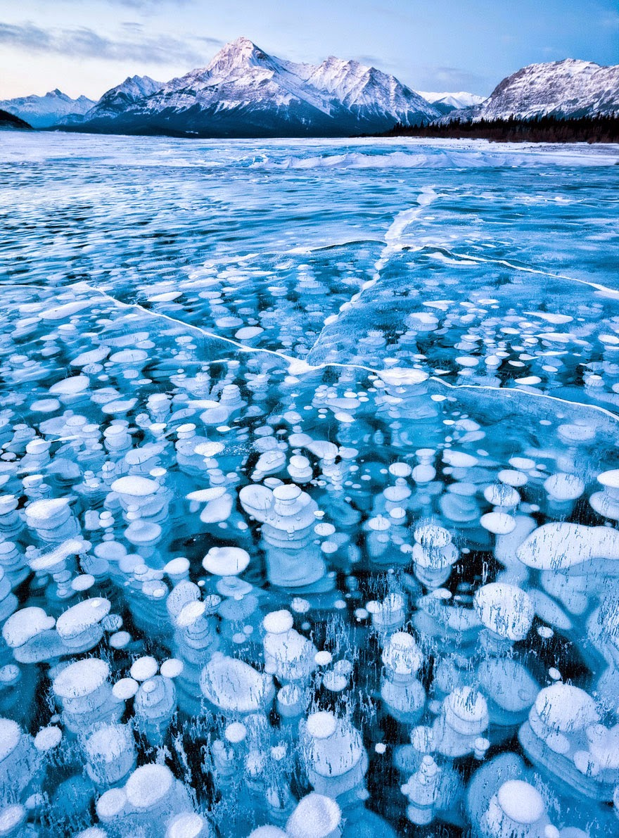 15. Abraham Lake in Alberta, Canada - 29 Unbelievable Locations That Look Like They're Located On Another Planet