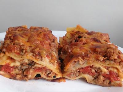 Makaron z mięsem i pomidorami
