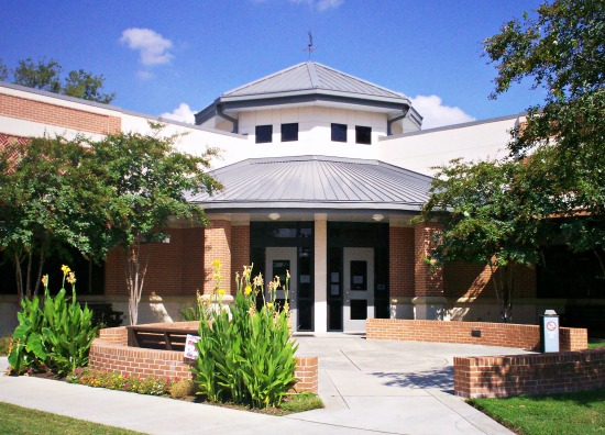 Elgin Public Library in Elgin, TX