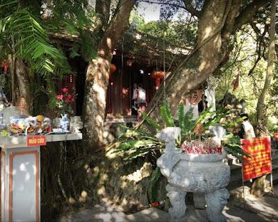 Đền Cấm Tuyên Quang