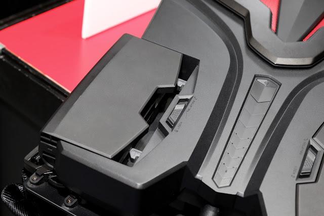 採用兩顆 95Whr 的電池,裝置在機身下方,可 Hotswap 插拔更換