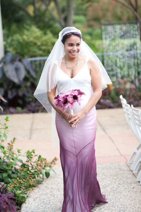 vestido de novia con color purpura