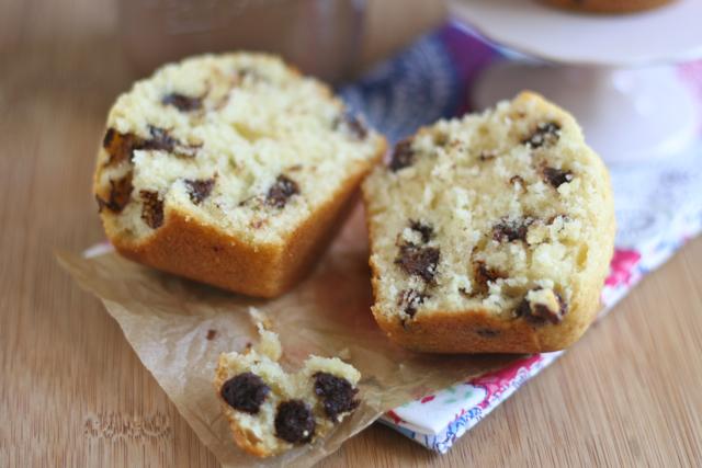 Bitchin' Kitchen: Bakery Style Chocolate Chip Muffins
