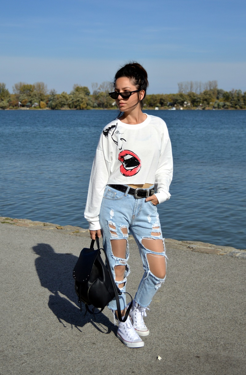 cropped sweatshirt and jeans