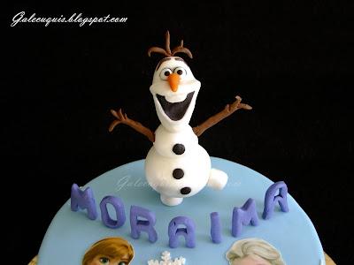 Olaf modelado en pasta de azúcar