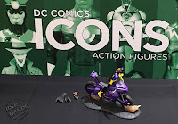 San Diego Comic-Con 2016 DC Collectibles DC Icons Action Figures Batgirl of Burnside Deluxe Action Figure with Motorcycle