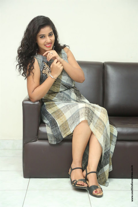 lovers club heroine pavani interview pos 14