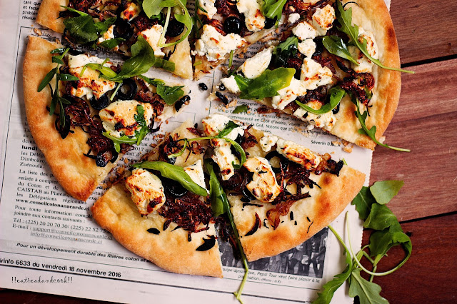 how to make Caramelized Onion Pizza with Arugula, Goats Cheese and Honey recipe and preparation
