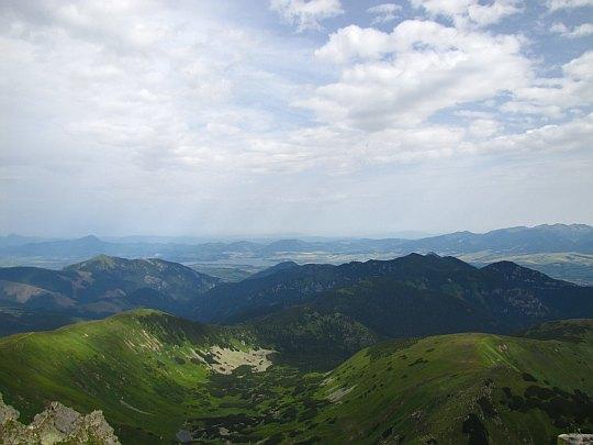 Ďumbier (2046 m n.p.m.) - widok ze szczytu w stronę Kotliny Liptowskiej.