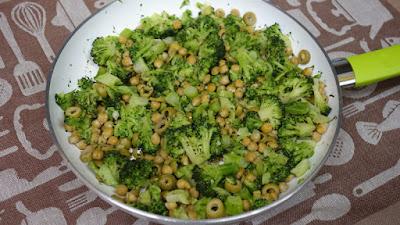 brokuł z cieciorką szybki i lekki obiad
