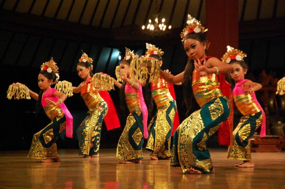 SANGGAR TARI BALI QUI ART: Panyembrama Dance