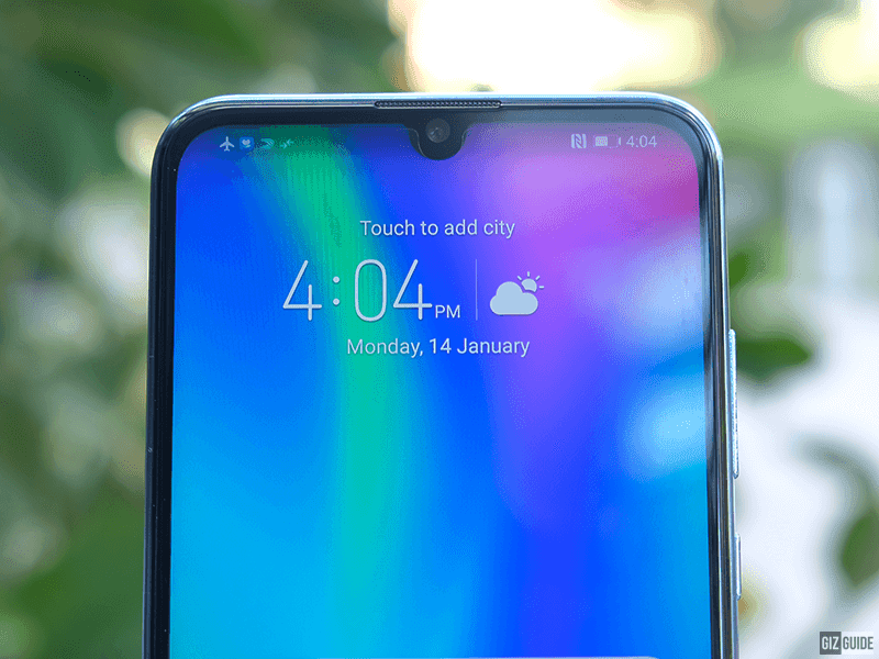Tiny notch, 24MP selfie camera