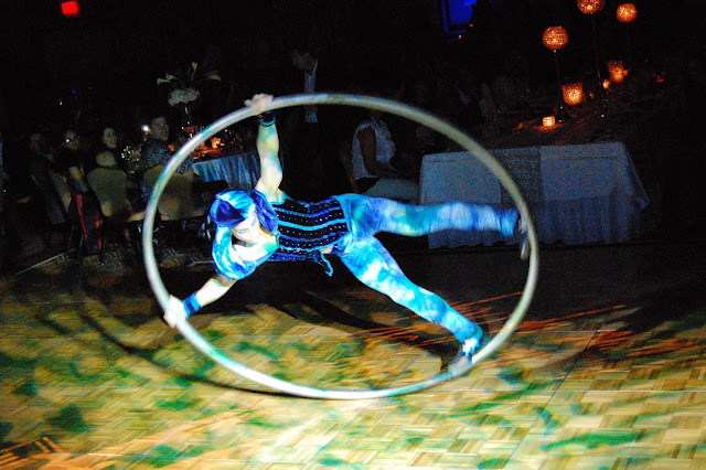circus performer, hula hoop entertainment