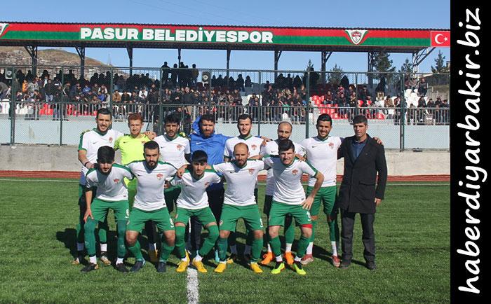 DİYARBAKIR- Diyarbakır Süper Amatör Liginde oynanan 13. hafta maçında Pasur Belediyespor, kendi evinde Hançepekspor'u 3-0 mağlup etti.