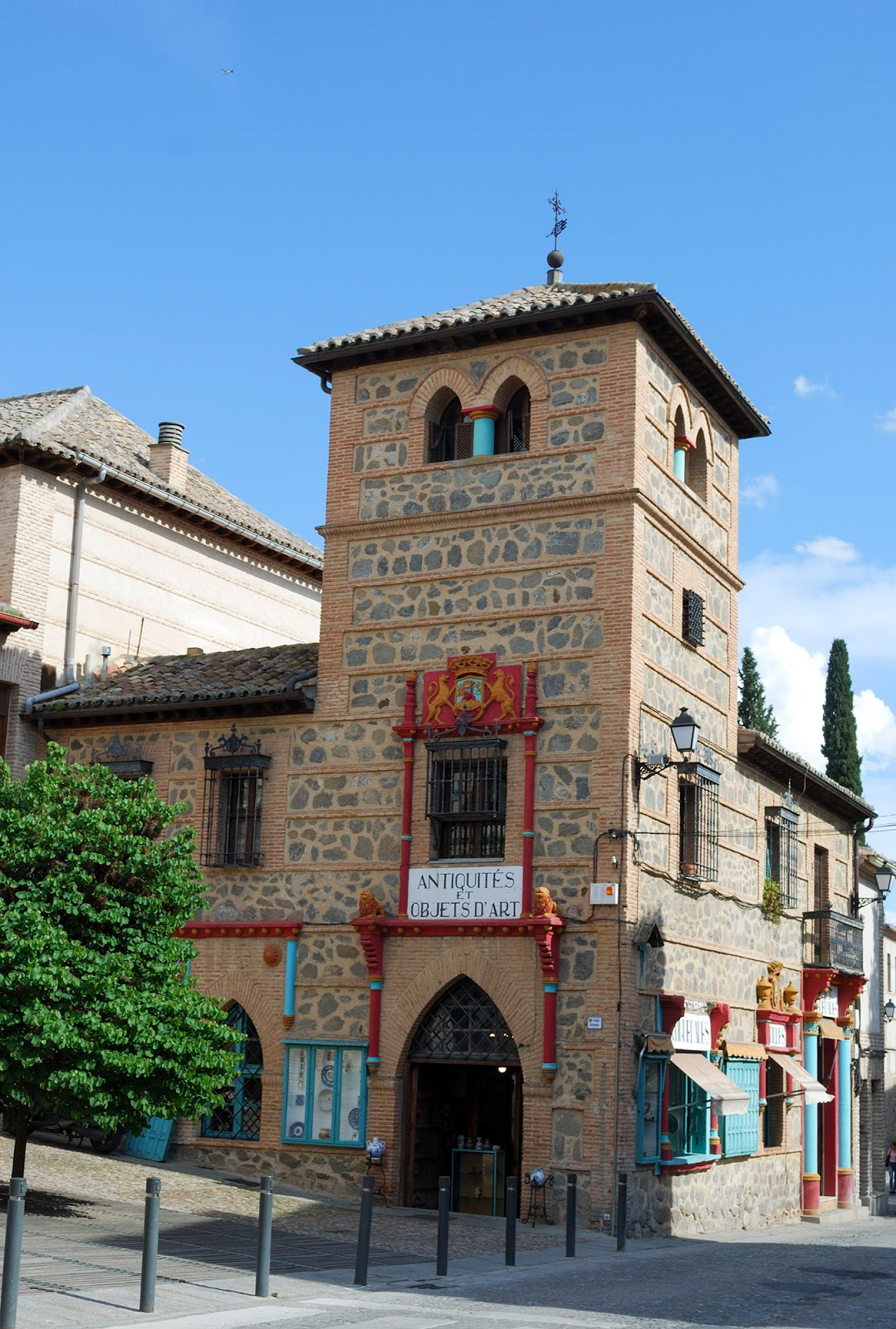 shop antiques sword steel toledo spain landmark history travel guide tourism day trip itinerary