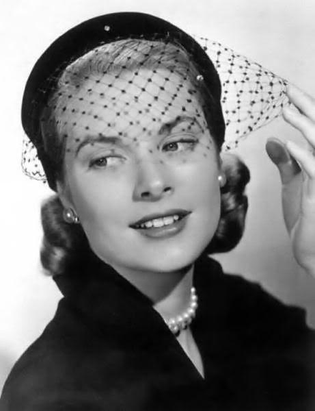 Primer plano de Grace Kelly en blanco y negro con tocado