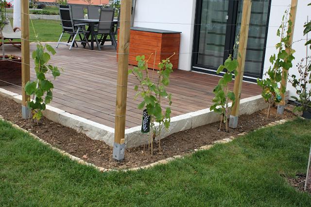 wir bauen ein haus terrasse komplett fertig. Black Bedroom Furniture Sets. Home Design Ideas
