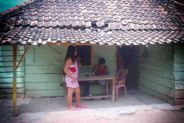 Walikota Banjarbaru Nadjmi Adhani pernah berjanji untuk menutup eks lokalisasi Pembatuan di Jalan Kenanga Landasan Ulin Timur. Ia mengaku tak pernah melupakan janjinya. Saat ini Ia sedang menyiapkan formula menyelesaikan problem sosial lokalisasi pembatuan.  Sayang ia tak merinci formula seperti apa yang sedang disiapkan.