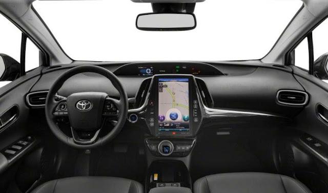 steering-wheel-screen-of-toyota-prius-prime-limited-2020