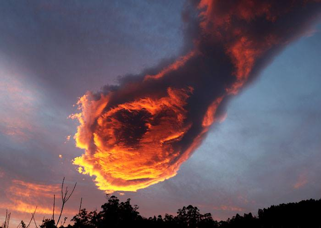 MUST SEE! 'The Hand of God' Appears In Portugal! Unbelievable!